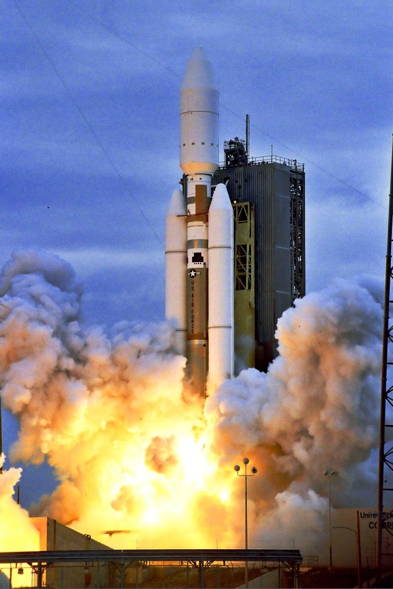 Titan_IVB_launching_DSP-22_satellite